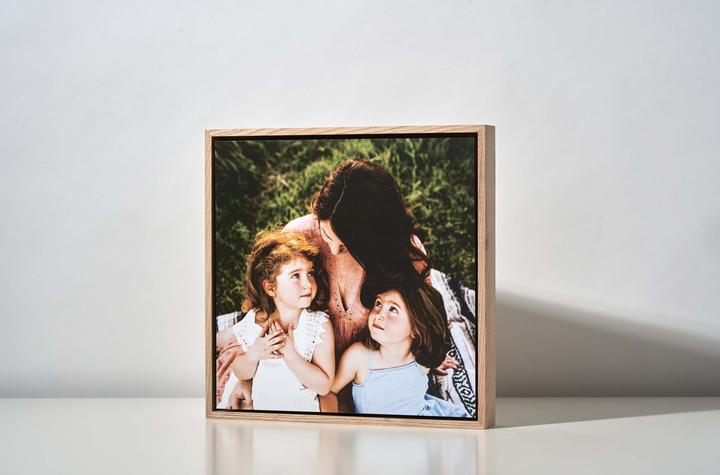 Square Floating Photo wall design Magnet-Me